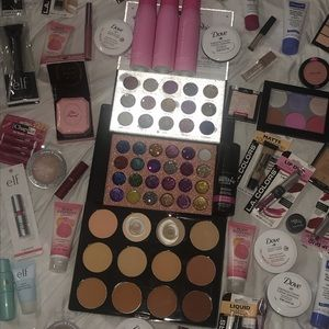 - HIGH END MAKEUP BUNDLE